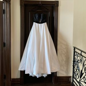 Sherri hill beautiful Gown Black and White Size 6